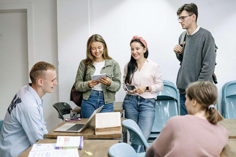 Formazione aziendale quali obiettivi - team che collabora
